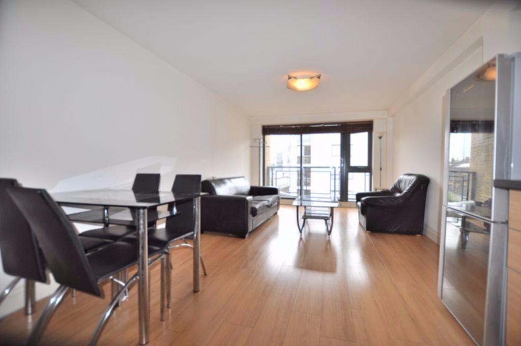Large 2 bedroom flat near Aldgate E1