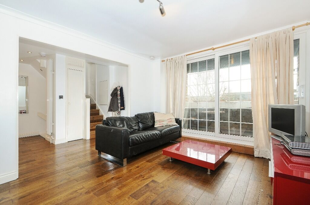 Mahogany Close - A spacious and modern three bedroom two bathroom house to rent