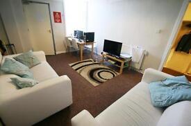 5 bedroom flat in Mowbray Street, Heaton, Newcastle Upon Tyne, NE6