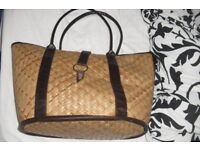 LARGE STRAW BAG WITH CHOCOLATE BROWN LINING GREAT FOR THE HOLIDAYS