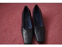Ladies Black Shoes size 5 (Lotus)