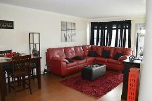 CHARMING OPEN CONCEPT CARPET FREE 2 BEDROOM UNIT IN CLAYTON PARK