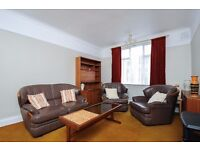 Three bedroom second floor purpose built flat to rent in Kingston. Norbiton Hall.