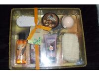 NEW GIFT SET NATURAL EXTRACTS IN WICKER BASKET