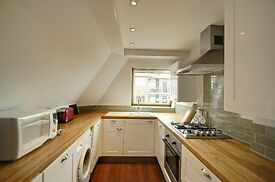 *spacious wonderful 2 bed 2 bath flat in hammersmith- close to tube and high street*1800ono