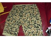 "SIZE 32"" WAIST PAIR MEN'S KNEE LENGTH SHORTS IN GRREN/BROWN PRINT"