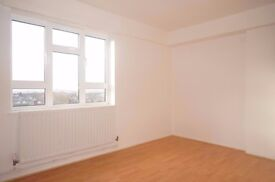 *****A SPACIOUS WELL PRESENTED THREE BEDROOM FLAT WITH FANTASTIC CITY VIEWS FOR AMAZING VALUE****