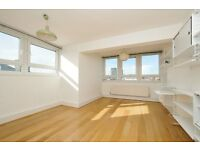 Brilliant light 2 bedroom Apartment situated in Islington** 2 double bedrooms & Balcony