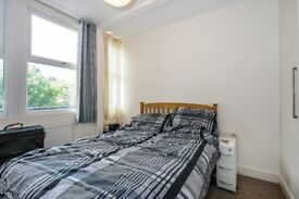 Archway Road - Within moments of Highgate is a top floor property to rent with private balcony