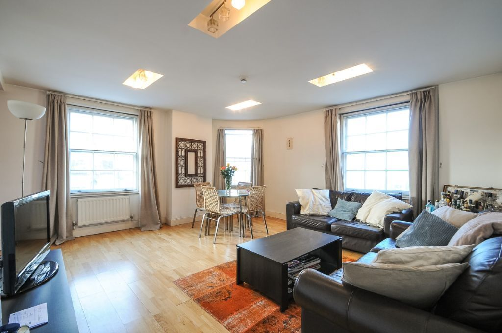 A spacious 2 bed, 2 bath flat available to rent, Fulham Road, SW10. Contact 020 3486 2290.