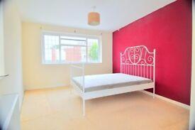 (GONE!) Studio flat - Broxbourne/Hoddesdon ( 10min to Enfield, 30min Liverpool Street or Stratford )