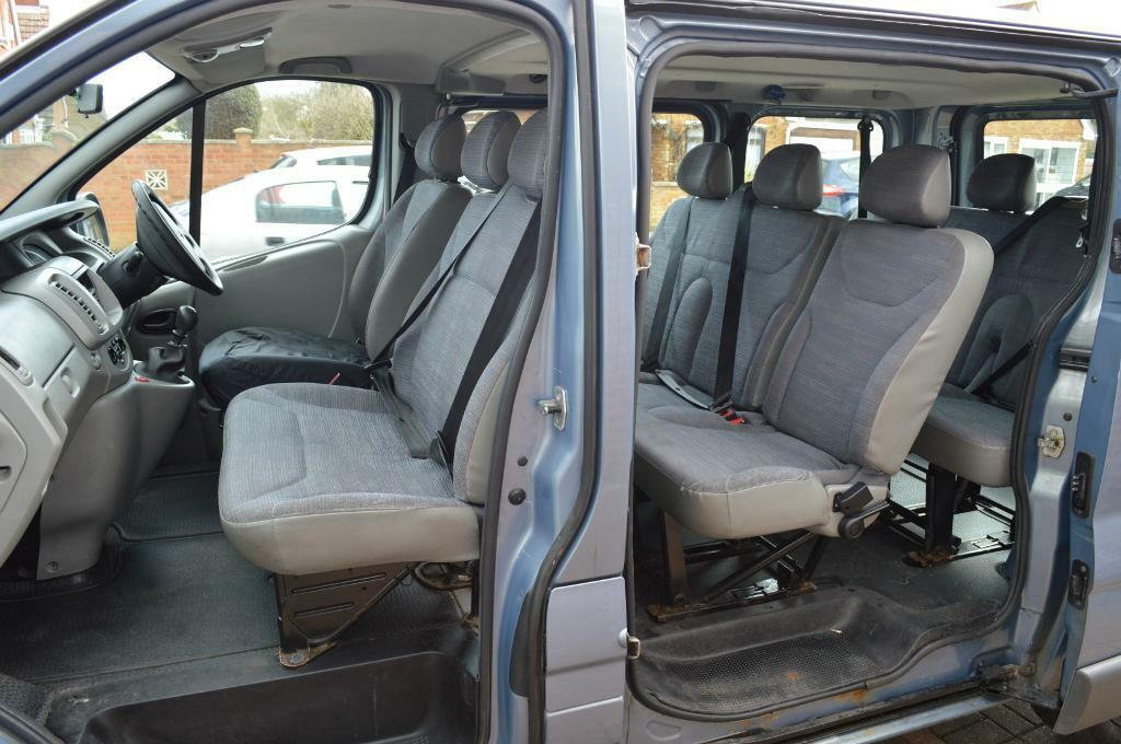 Renault Trafic 9 Seater Minibus Renault Trafic 9