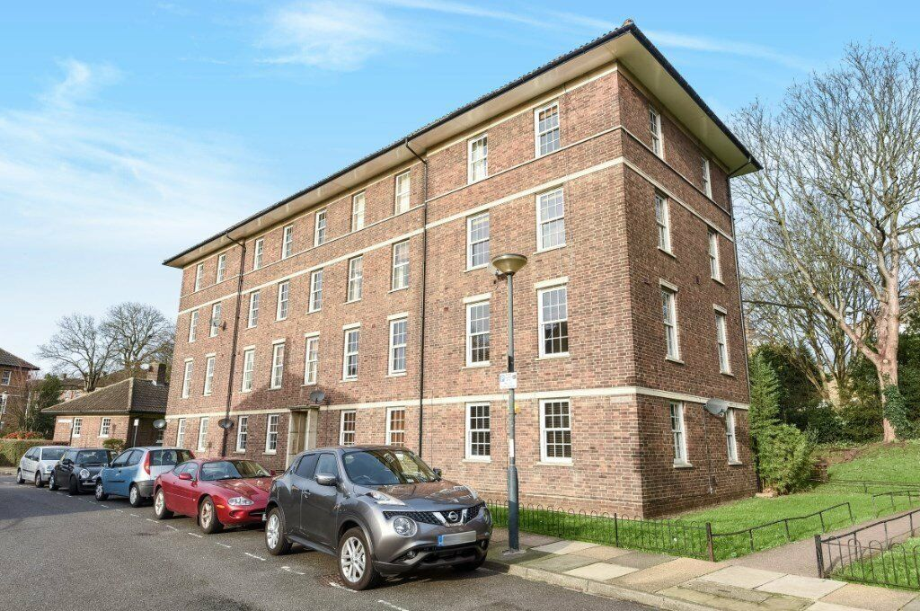 Fantastic value lovely 3 double bedroom flat RIGHT NEAR BLACKHEATH PARK! DECEMBER MOVERS WELCOME!!!