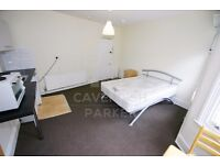 CHEAP DOUBLE BEDROOM TO RENT WITH OWN KITCHENETTE IN WEST HAMPSTEAD, SUITS COUPLE OR SINGLE.