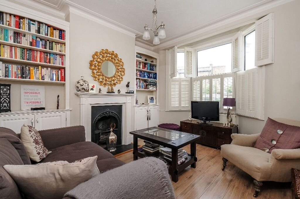 Steerforth Street, SW18 - One bedroom ground floor garden flat with character features £1,475 pcm