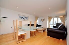 ** STUNNING RIVER VIEW 3 BED APARTMENT, BALCONY, GYM POOL, ISLE OF DOGS, CANARY WHARF, E14 - AW