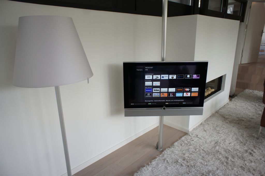 loewe screen lift plus in west end glasgow gumtree. Black Bedroom Furniture Sets. Home Design Ideas