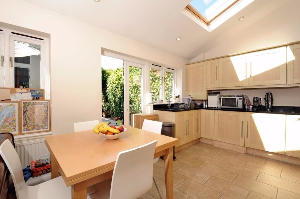 A well presented four bedroom house to rent in the Pulborough triangle.