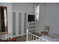 VERY SPACIOUS CLEAN AND FULLY FURNISHED ROOM AT NORTH KENSINGTON FOR PROFESSIONAL PERSON NO DSS