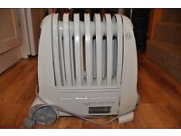 Delonghi oil filled electric heater - excellent condition
