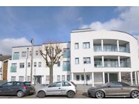 ** Purpose built block on Green Lanes N13 to rent - 2 bed/2 bath **