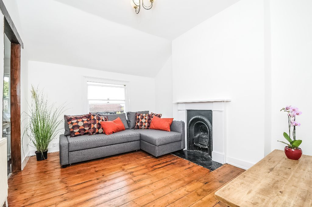 STYLISH TWO DOUBLE BEDROOM TWO BATHROOM FLAT TO RENT ON THE KILBURN WEST HAMPSTEAD BORDERS