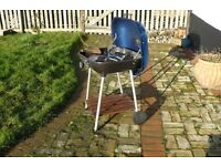 LARGE GARDEN LIDDED BARBEQUE ON LEGS, WITH WHEELS, SHELF, TOOLS ETC.