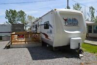 "Delux  31 FT 10"" Cardiinal Travel Trailer for sale."