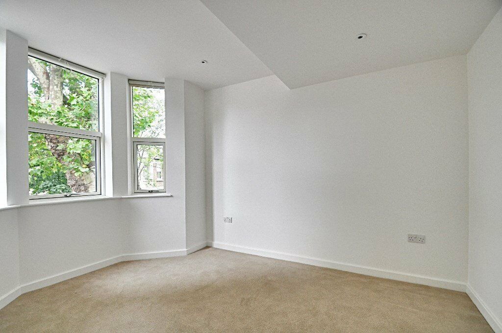 Rent W6's Most Desirable Location. View this Amazing 1 bed property at a greatly Affordable £1370pm