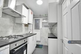 2 bedroom flat in Boston Road, London, W7 (2 bed)