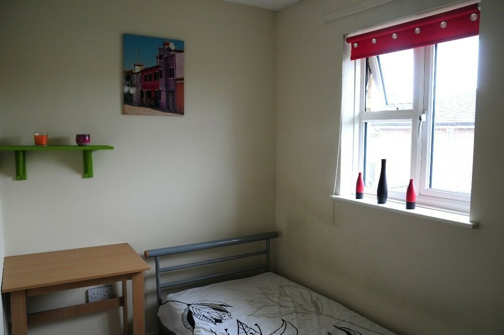 Single Room In Clean Family House, Furnished For One Professional Only, Greater Leys, Nice Area