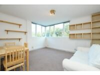 Lordship Park, two bed flat, 2nd floor with lift and located close to Clissold Park