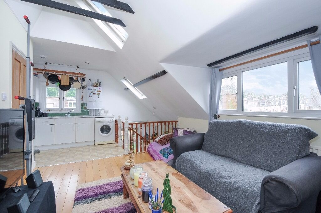*** Stylish and characterful one bedroom period top floor flat, Birchington Road, N8 ***