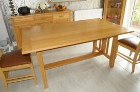 Superb Solid Oak Dining Table and Leather UpholsteredChairs