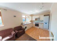 2 bedroom flat in Albert Road, Ilford, IG1