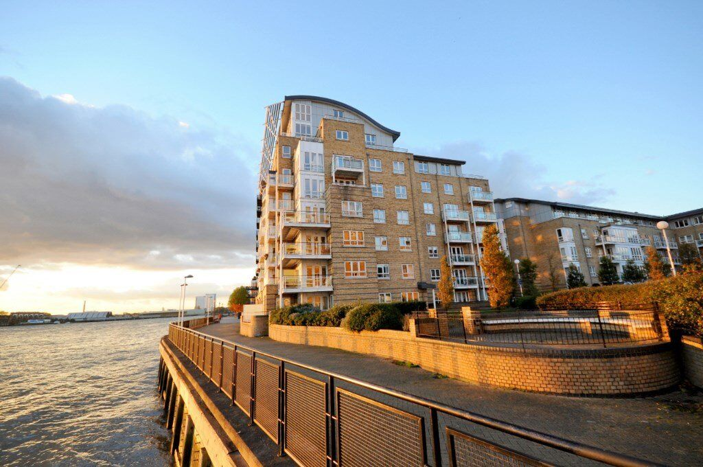 STUNNING 3 BED APARTMENT IN ST DAVIDS SQUARE - FURNISHED E14 DOCKLANDS / CANARY WHARF - RIVER VIEWS!