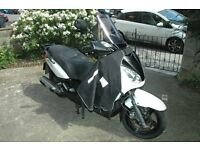 YAMAHA XMAX 250 2009 WHITE. SERVICED WITH NEW MOT