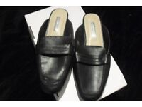 BRAND NEW SIZE 7 PAIR OF BLACK SLIP ON MULES
