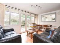 !!! SHARERS LISTEN UP !!!! HUGE 4 BEDROOM HOUSE (EACH DOUBLE ROOMS) IN FANTASTIC LOCATION