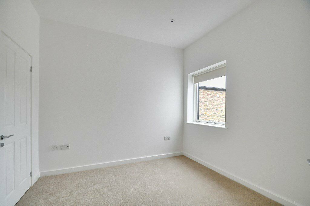 AMAZING VALUE 1 BED HUGE PROPERTY IN KINGS COURT HAMMERSMITH!!