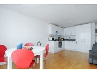 A two double bedroom, two bathroom apartment on Kings Avenue - £1750 per month