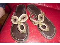 """SIZE 7 PAIR OF """"CLARKS"""" FLIP FLOP STYLE SHOE WITH SMALL HEEL"""