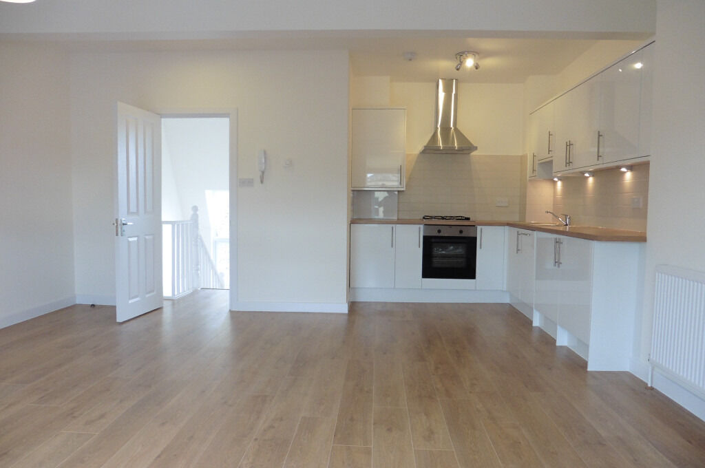 STUDIO TO RENT £1,195 pcm (£276 pw) High Road East Finchley, East Finchley, London N2