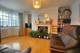 **EXCEPTIONAL VALUE 4 BED - GREAT FOR SHARERS / FAMILY - EALING BROADWAY - GREAT TRANSPORT LINKS **