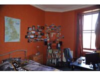 Two rooms (single & double) to rent for students in 4 bedroom flat in Morningside, Edinburgh