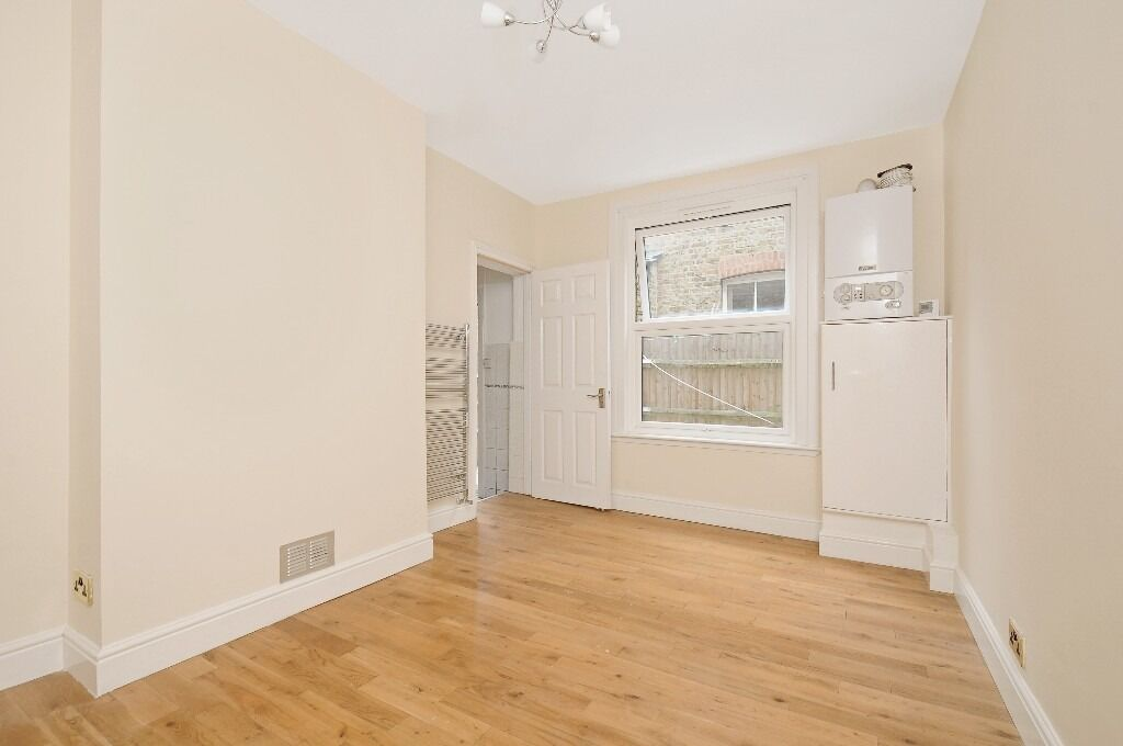 Three Double Bedroom Garden Flat, Stapleton Road, Tooting Bec SW17, £2100 Per Month