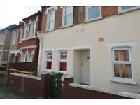 2 bedroom flat in Grenfell Road, Mitcham