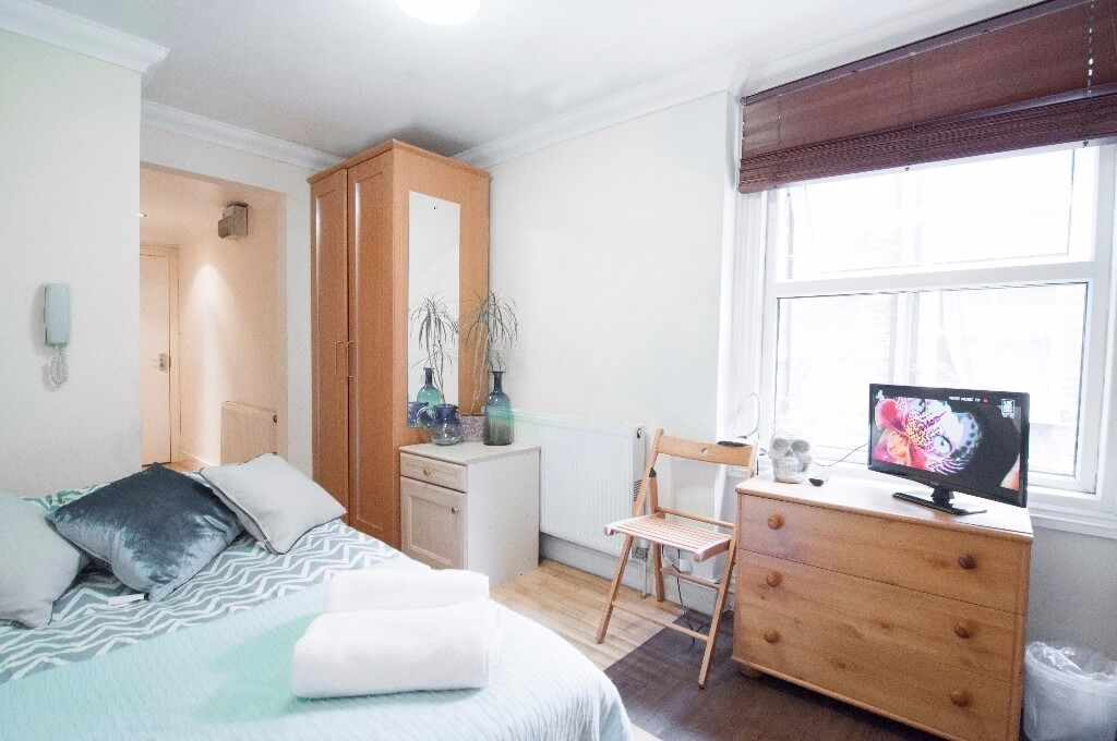 Lovely self contained studio W14 Close to tube £275 pw