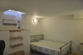 Rooms to rent in 4 bed flat