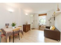 *EXCELLENT LOCATION* GREAT SIZE *2 BEDROOM FLAT* GATED COMPLEX!!